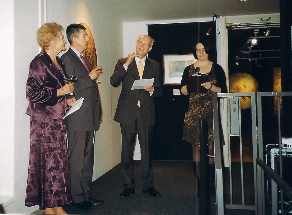 (de gauche à droite) Zdéna Typovska, le Premier Conseiller de l'ambassade de France en République Tchèque, Claude Haaser et l'interprète