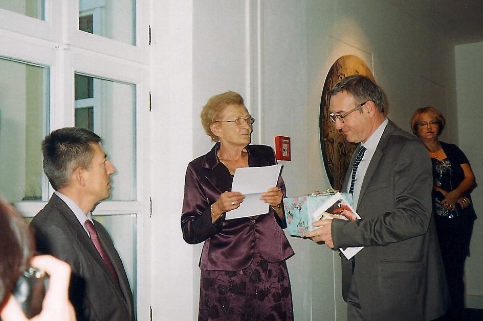 (de gauche à droite) le Premier Conseiller de l'ambassade de France en République Tchèque, Zdéna Typovska, Gil Griffoux et la directrice du musée