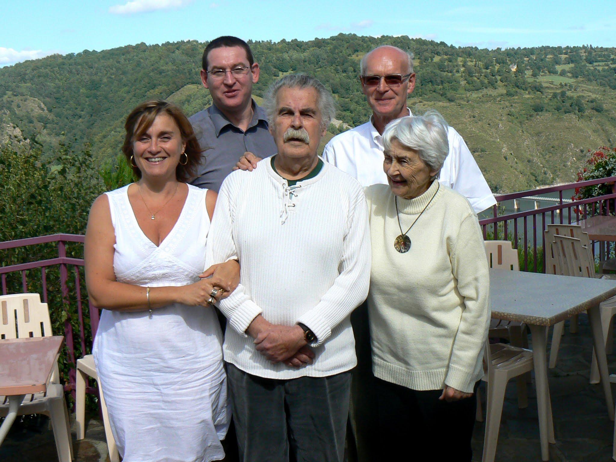 (de gauche à droite) Agnès, Laurent, Charles, Claude, Denise KAWUN.