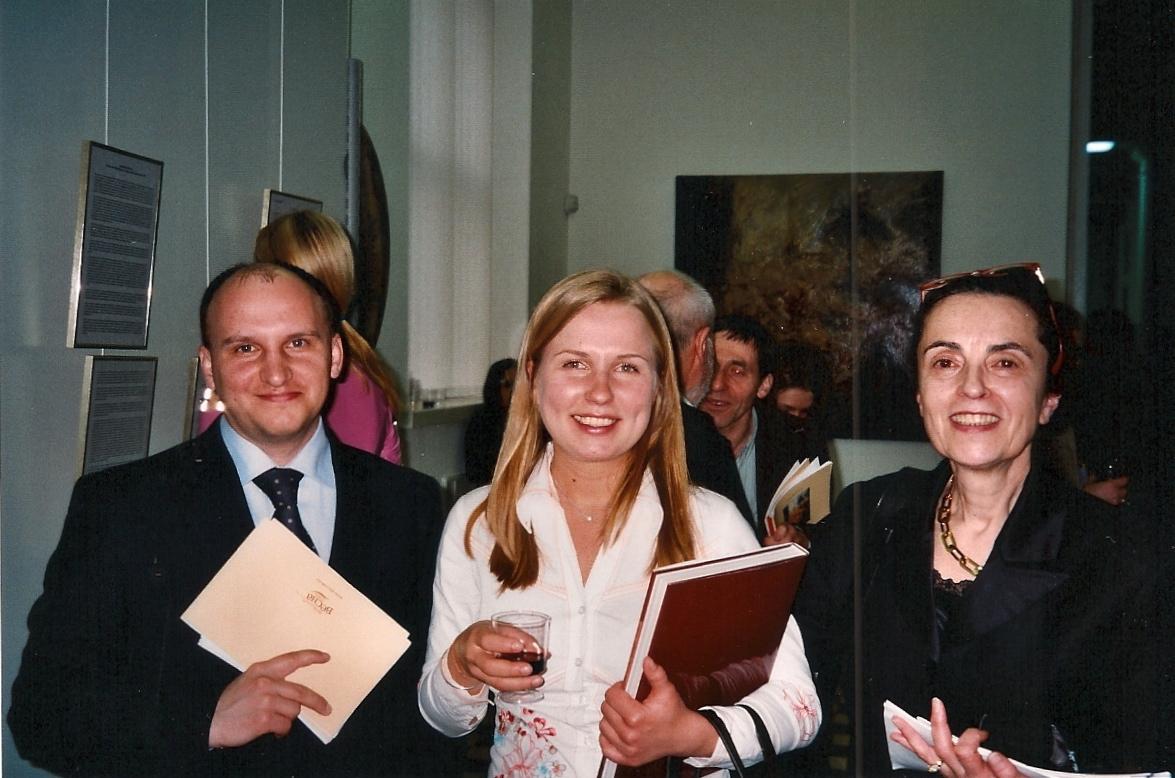 (de gauche à droite) Valeri Afanasyev, Anastasia Sirikov et Martine Haaser